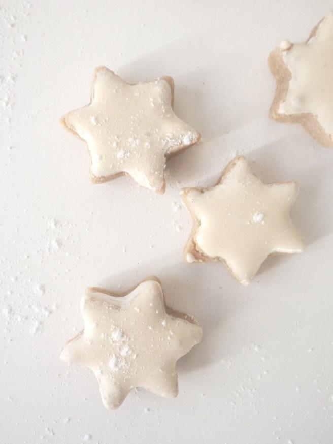 Biscuits étoiles à la cannelle et aux amandes