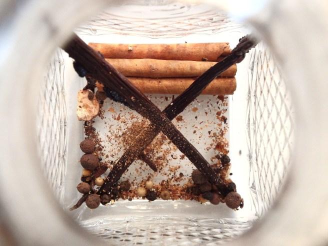 Rhum arrangé aux épices de Noël de Madamcadamia