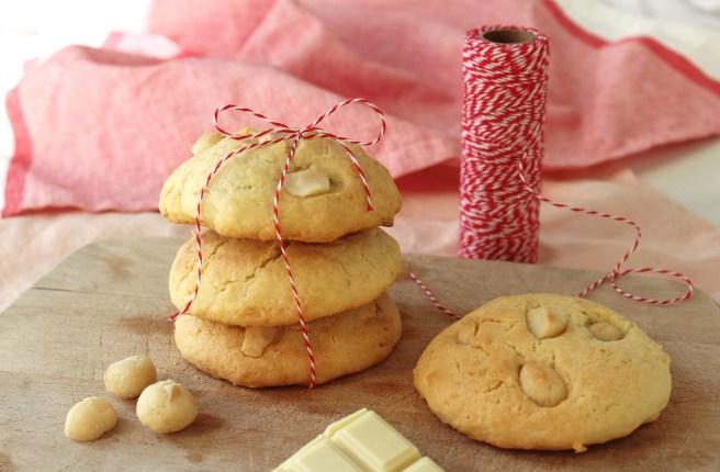 Cookies à la noix de coco, chocolat blanc et noix de macadamia salées