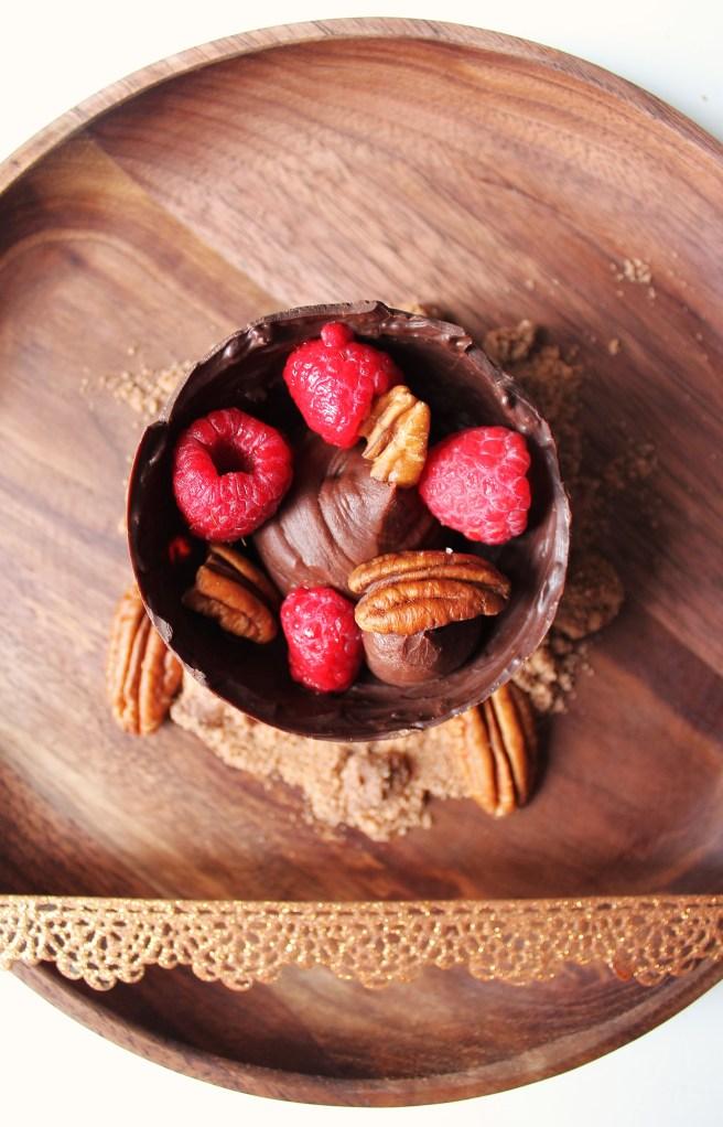 Sphères framboises de Pâques et ganache chocolat et noix de pécan