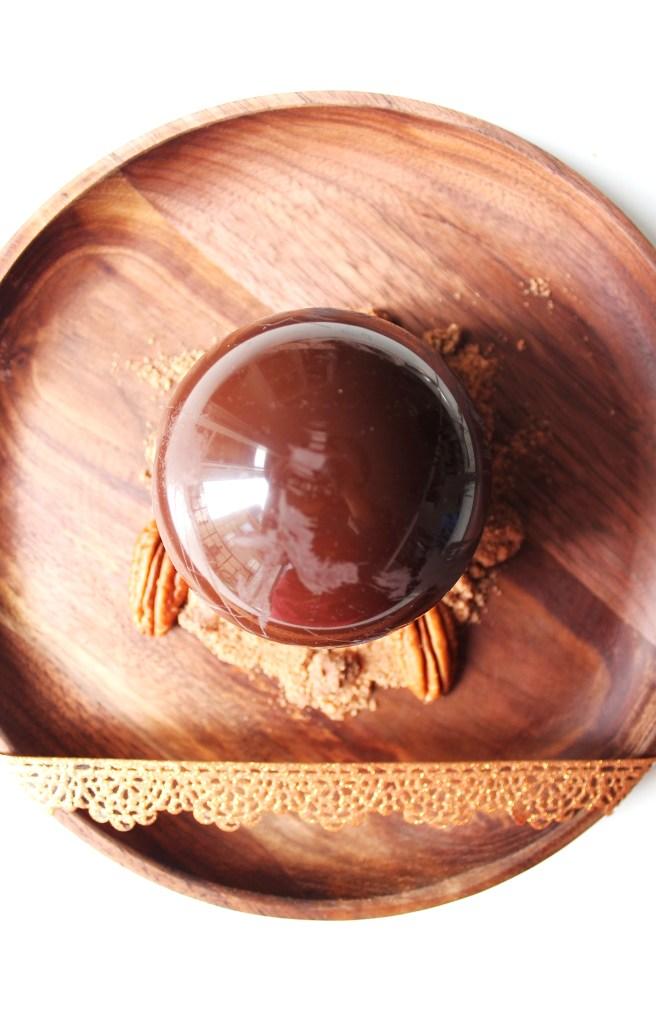 Sphères framboises de Pâques et ganache chocolat et noix de pécanSphères framboises de Pâques et ganache chocolat et noix de pécan