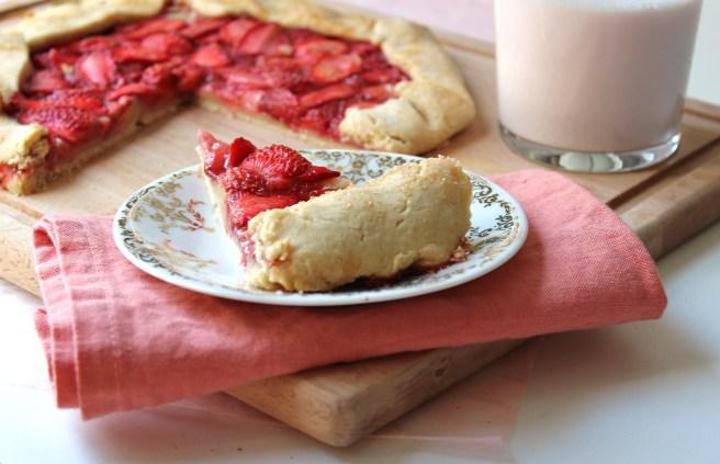 Tarte rustique aux fraises et pâte brisée aux amandes