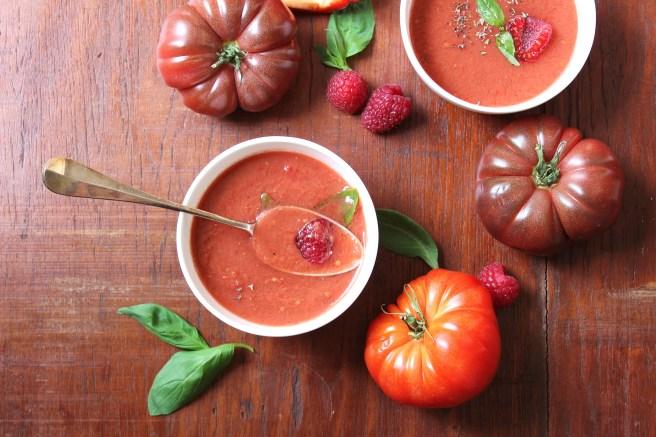Gaspacho de tomates et framboises, poivrons, basilic
