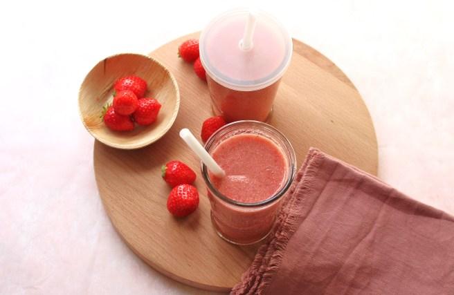 Smoothie goyave, fraises et noix de coco