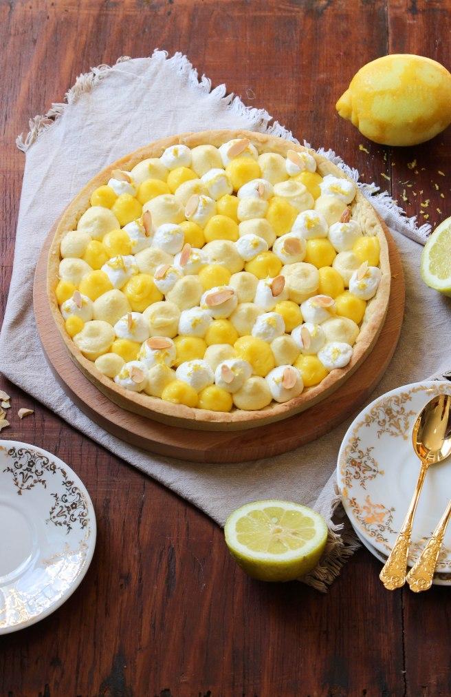Tarte mi-citron mi-calisson, crémeux citron, crème mousseline et chantilly à la fleur d'oranger