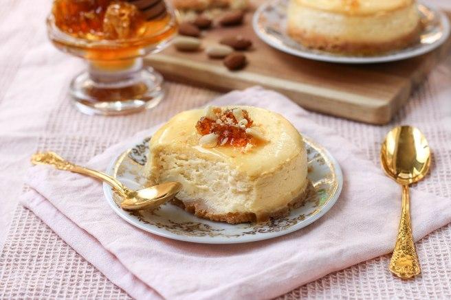 Cheesecake au miel et aux amandes