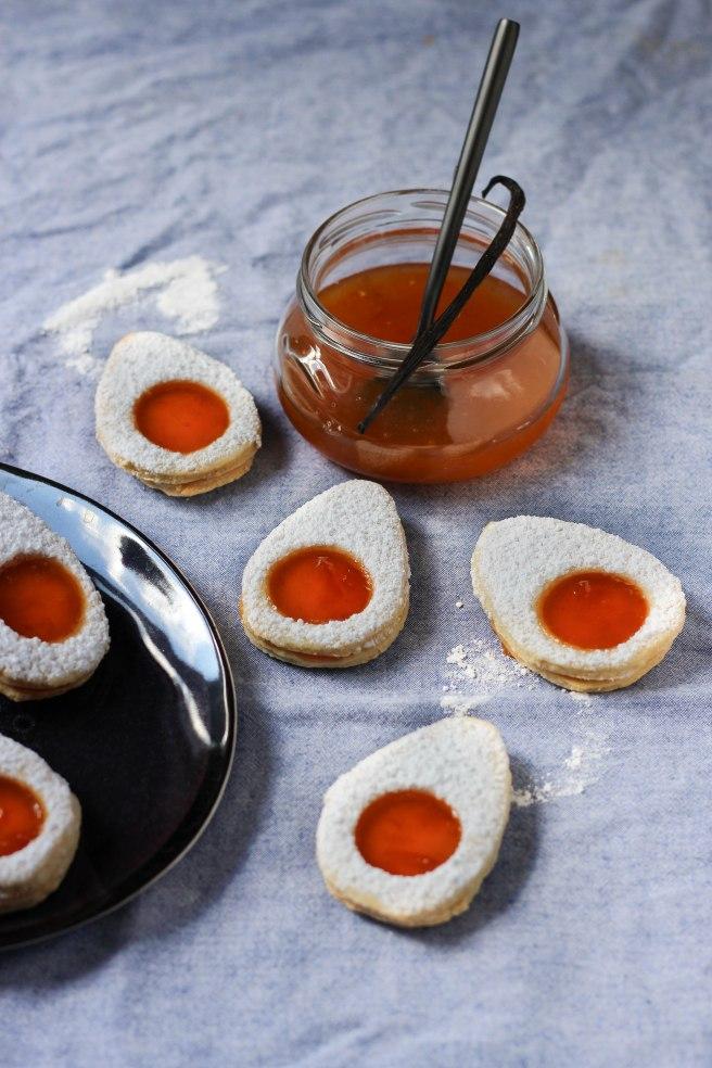 Sablés de Pâques oeufs vanille et confiture d'abricots - photography