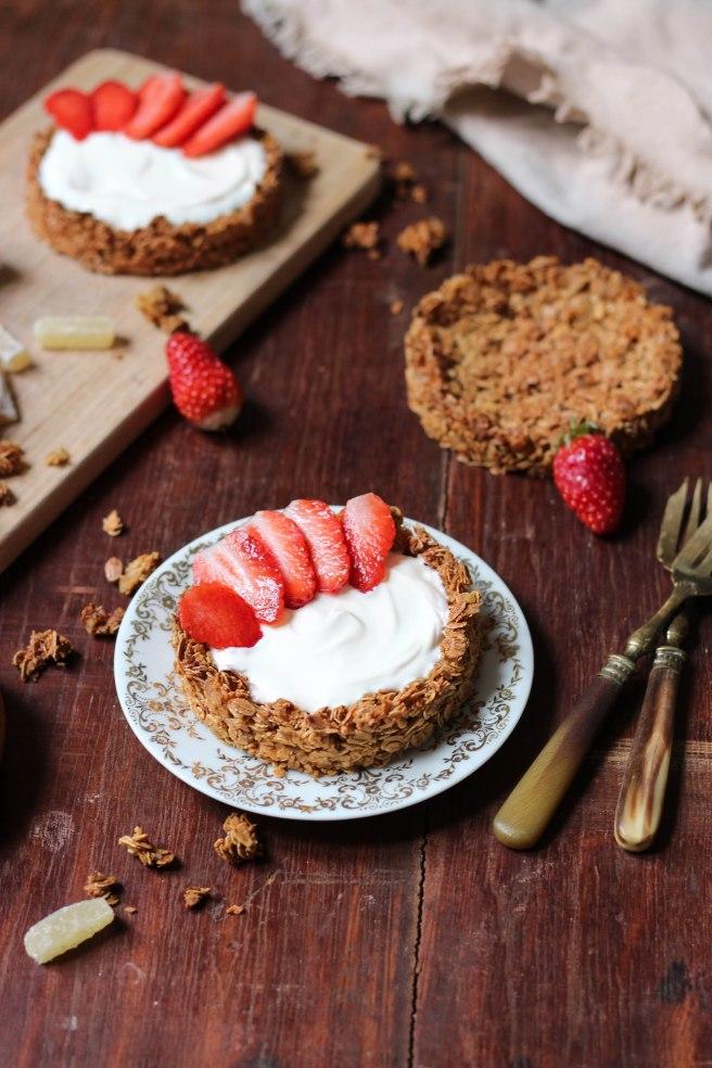 Tartelettes flocons d'avoine, gingembre et fraises - photography petit déjeuner