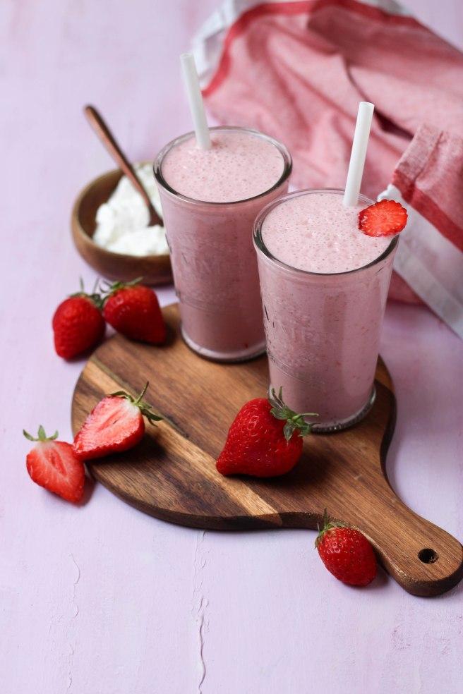 Smoothie fraises, faisselle & lait de soja - photography
