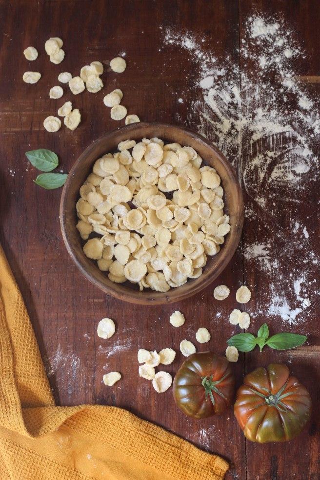 orechiette maison fraîches à la tomate - photography italian food