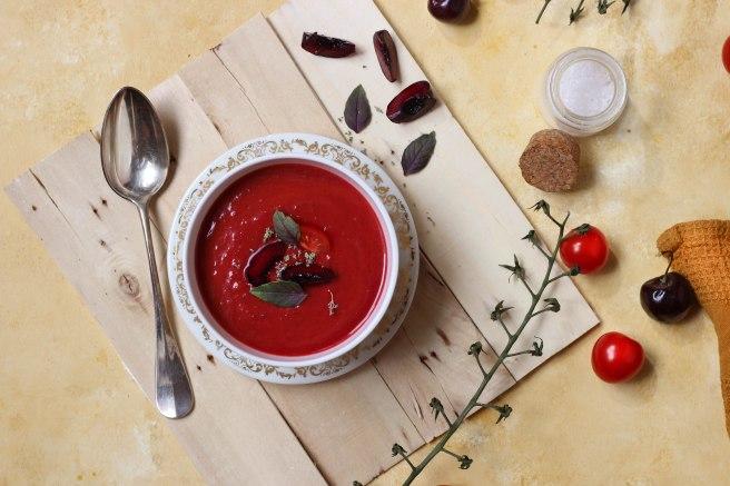 Gaspacho cerises noires et tomates cerises - photography