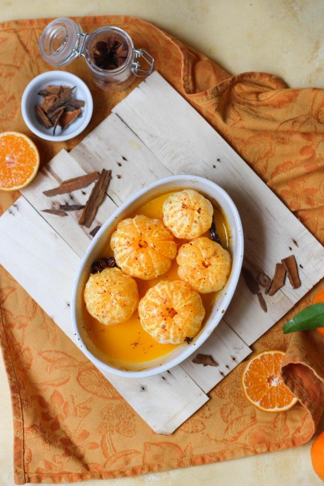 Clémentines au jus de fruit de la passion, rôties au miel et épices - photography