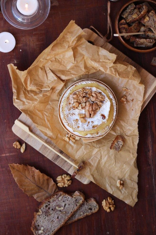 Camembert rôti aux noix - photography