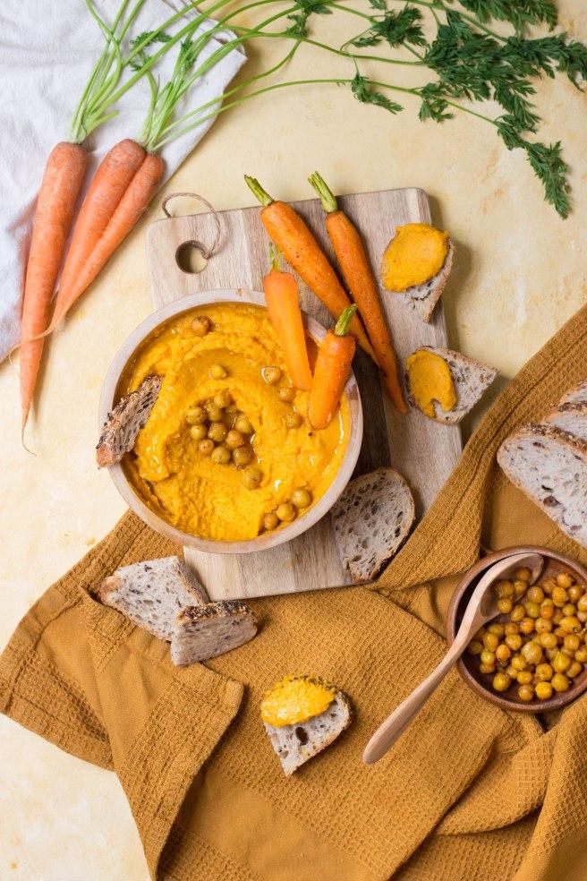 Houmous de carottes rôties au four pour l'apéritif - apetizer photography