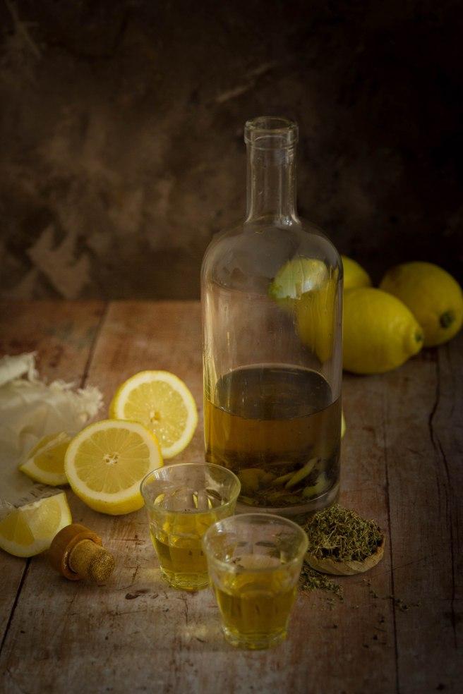 Rhum arrangé citron et thym citron fait maison - photography