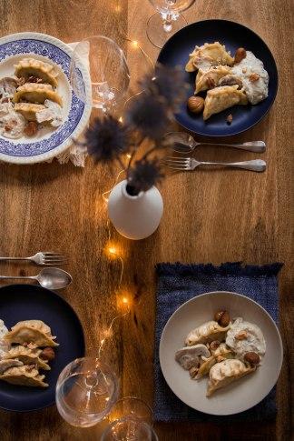 Gyozas aux châtaignes et trois champignons pour Noël végétarien - Christmas food photography