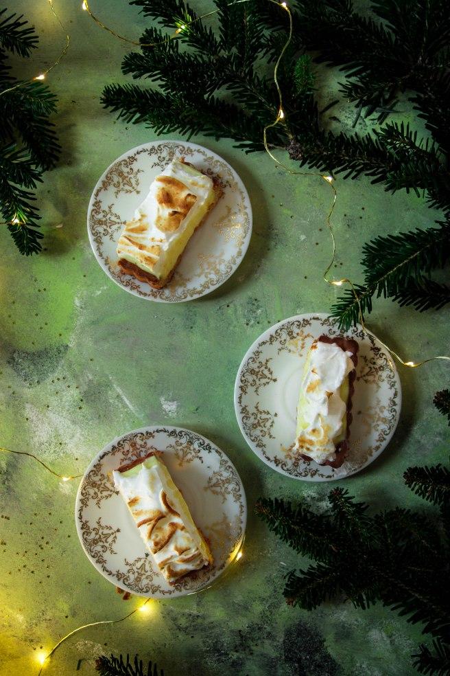 Tarte à la bergamote meringuée et aux épices de Noël - Christmas food photographyTarte à la bergamote meringuée et aux épices de Noël - Christmas food photography