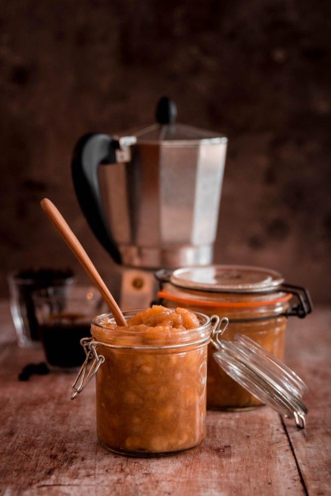 Compote de pommes et café pour le petit déjeuner - photography