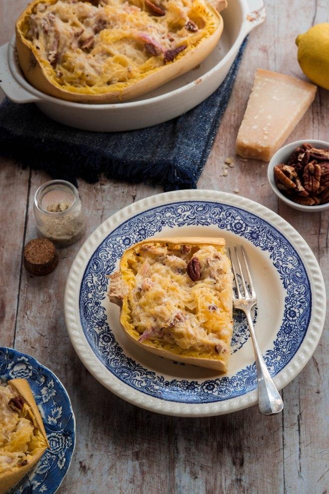 Courge spaghetti farcie à la ricotta, citron et noix de pécan - photography