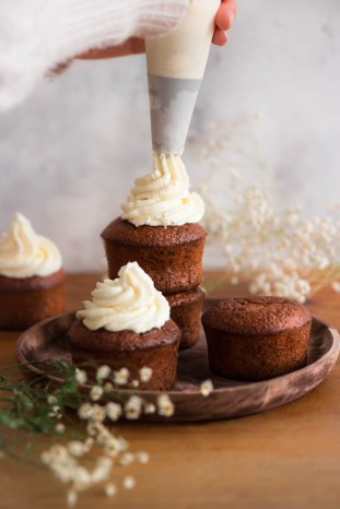 Petits carrot cakes au miel et amandes et topping mascarpone (spécial Pâques) - photography