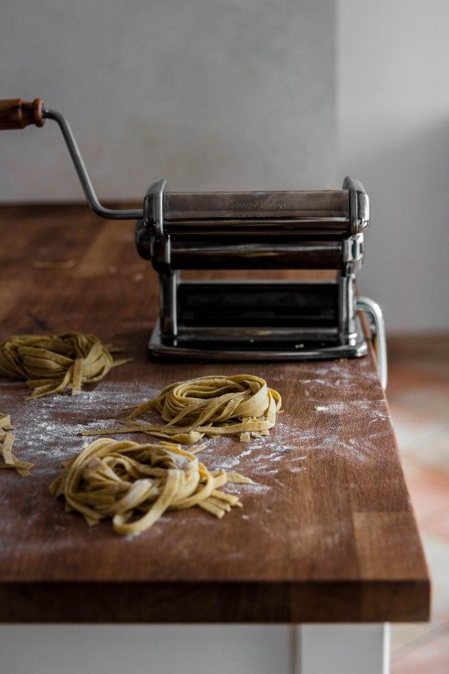 Comment réaliser des tagliatelles fraîches maison ? - Tagliatelles fraîches à l'origan, pasta photography