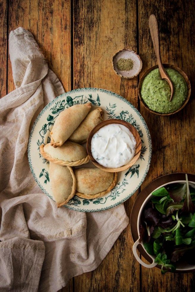 Empanadas farcis à la courgette et ricotta, sauce yaourt tabasco - photography