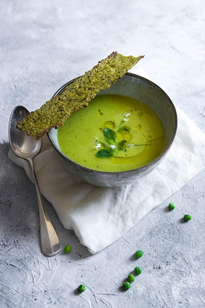 Velouté gaspacho de petits pois à la menthe - pea and mint soup photography