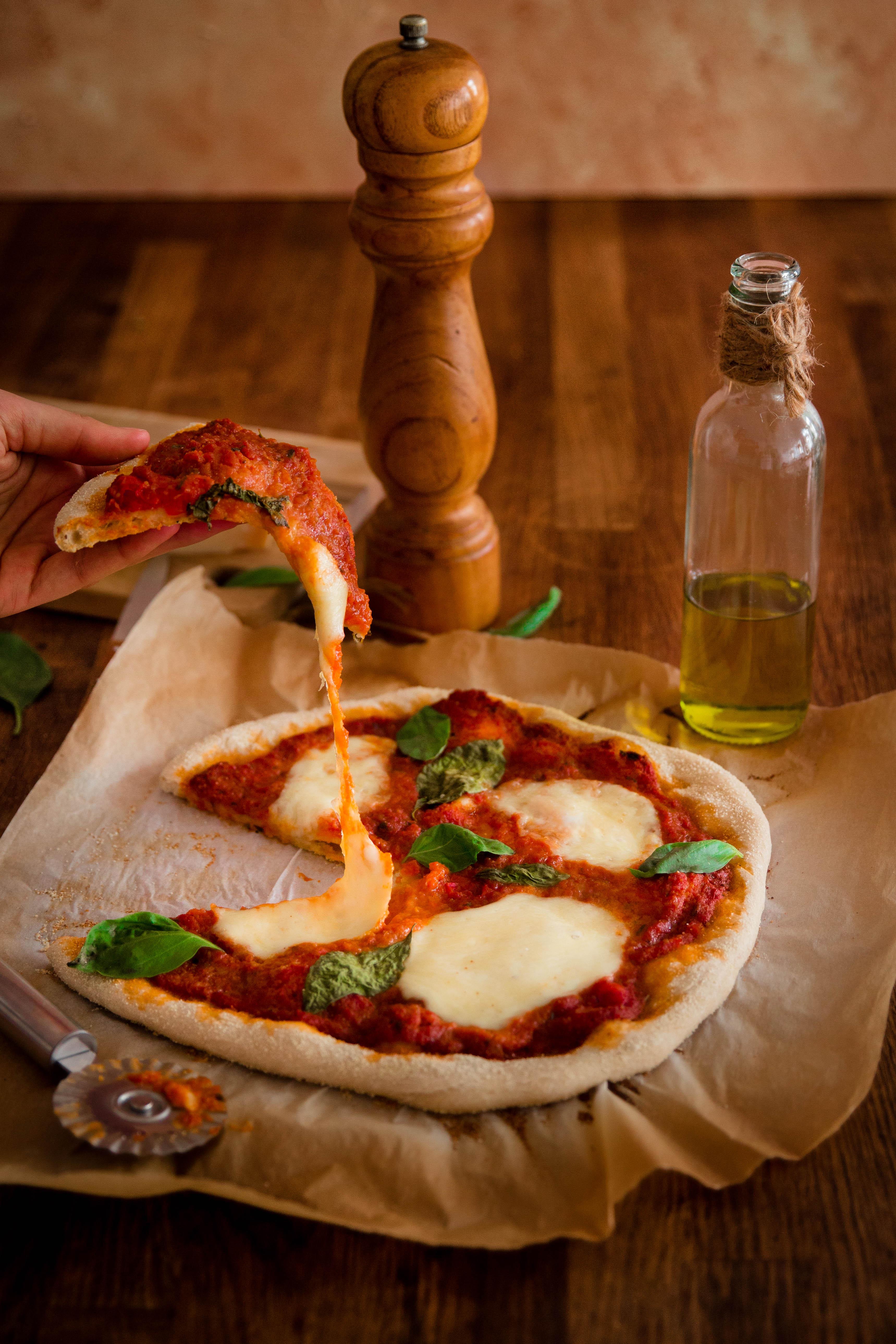 Pizza Margherita comme en Italie - pizza photography