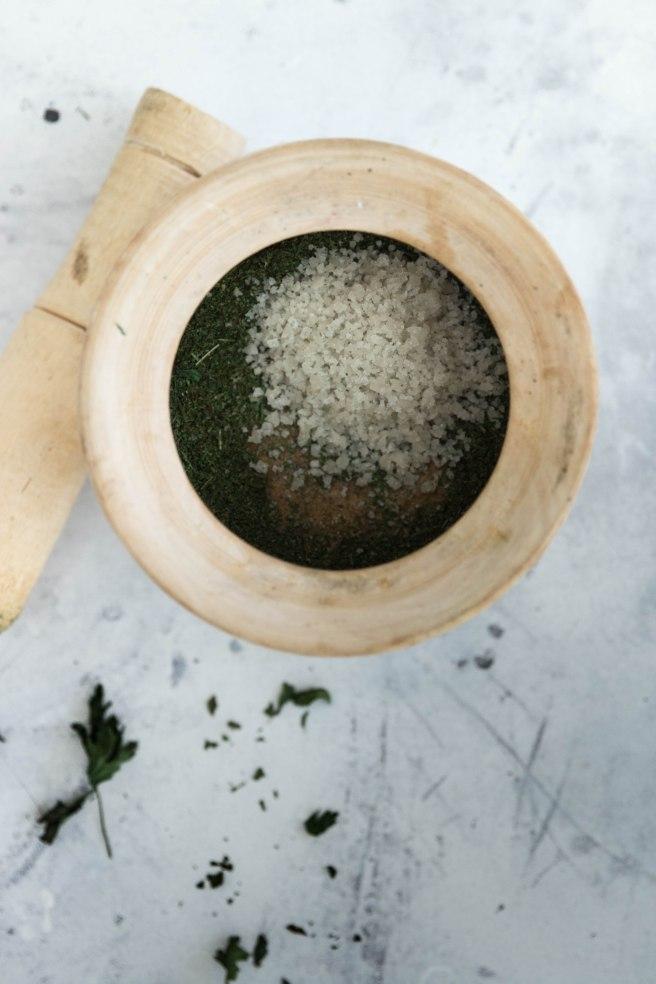 Sel aux herbes aromatiques - recycler ses herbes aromatiques DIY zéro déchet photography