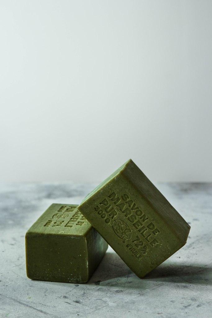 Solide vaisselle maison au savon de Marseille à l'huile d'olive - zéro déchet / zero waste photography
