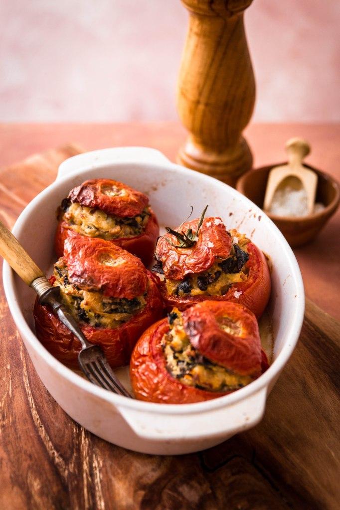 Tomates farcies végétariennes aux champignons - photography
