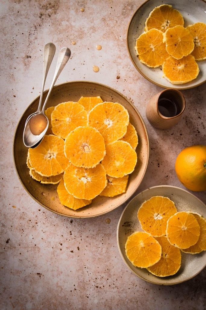 Salade d'oranges fraîches au miel et à la fleur d'oranger - photography