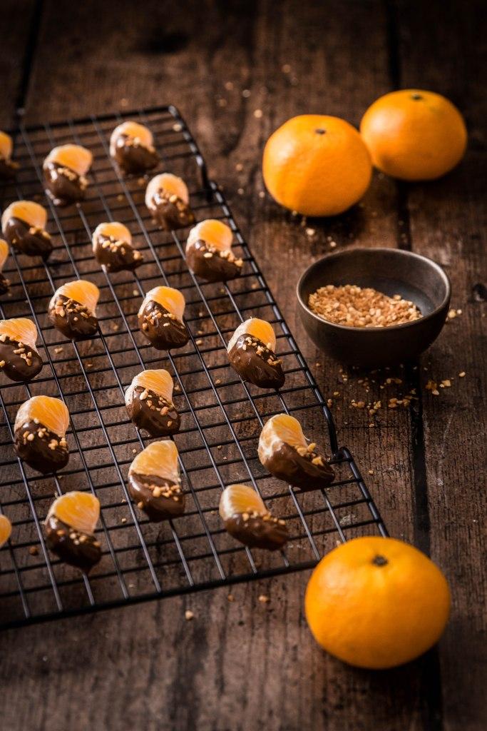 Clémentines enrobées au chocolat noir et pralin - recette de Noël photography