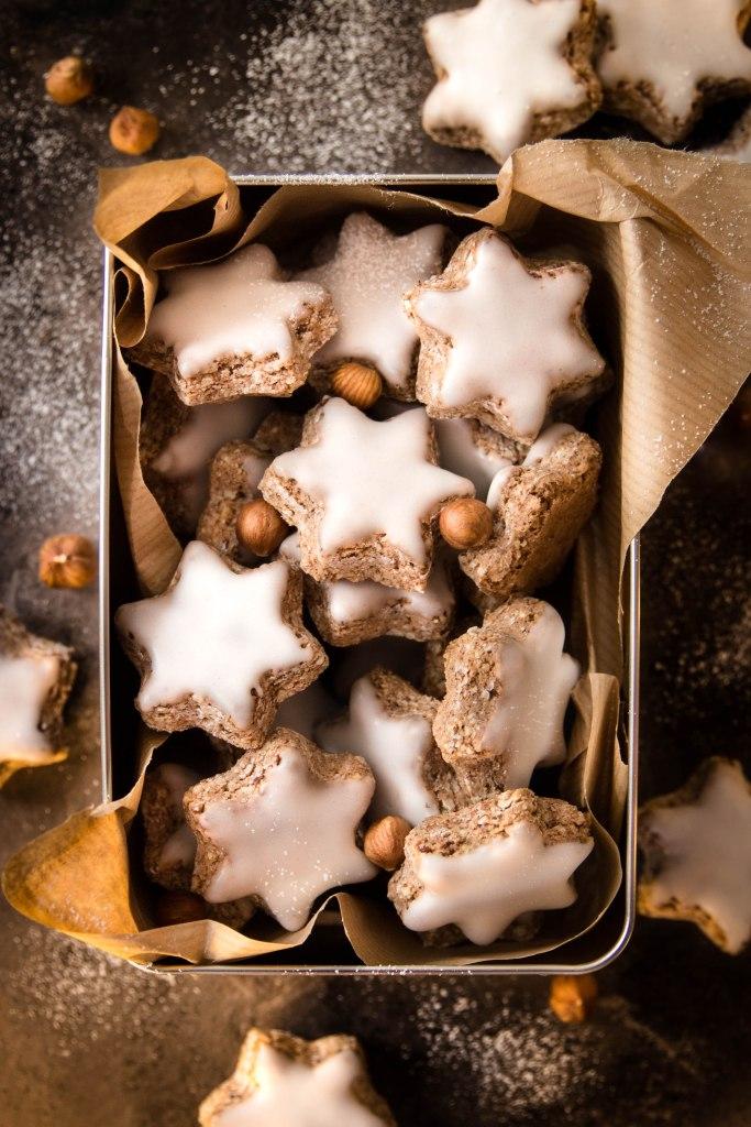 Recette de zimtstern à la noisette et cannelle - Etoiles de Noël photography