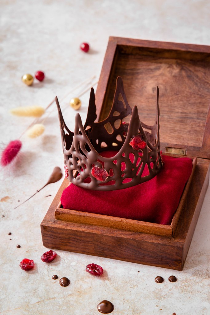 Couronne des rois en chocolat et cranberries - photography